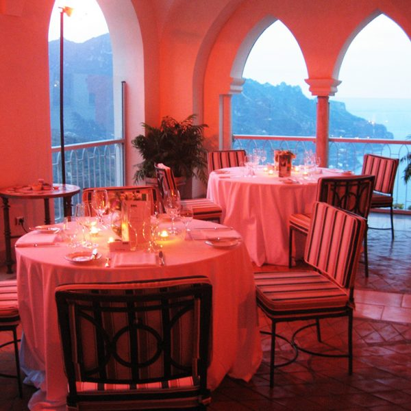Restaurant im Hotel Caruso, Sundowner, Aperitif, Amalfiküste, Italien