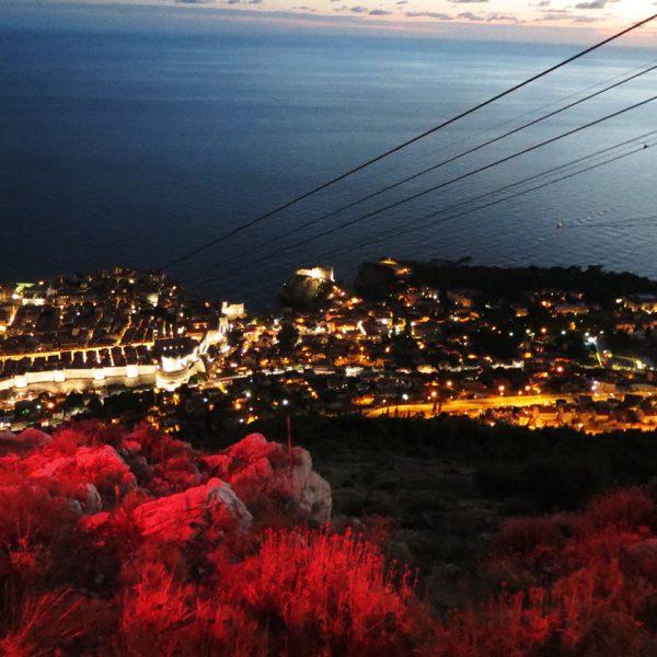 Sonnenuntergang und Aperitiv auf dem Berg Srd, Dubrovnik, Kroatien